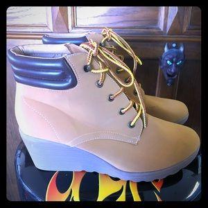 Cute pair of Bongo wedge heel work boots tan 10